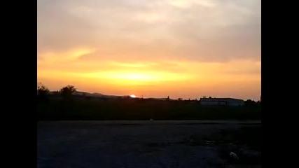 Слънцето залязва