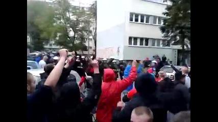 Феновете на Видзев Лодз се забавляват преди мача с Погон! *07.10.2012г.