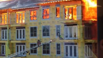 Екстремно спасяване на работник от горящия жилищен комплекс в Хюстън