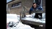 Той просто се опита да скочи в снега...