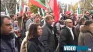 Средни пръсти и ругатни по студентите от червеното шествие