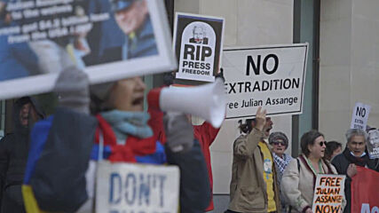 UK: Assange supporters protest across London in bus tour on 2nd anniv of embassy arrest