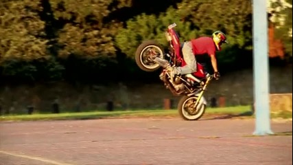 Jorian Ponomareff прави най - лудите трикове с мотор