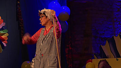 Germany: Merkel's successor plays grumpy cleaning lady Gretel at panto