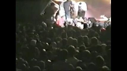 Eminem Откача заради фен!!