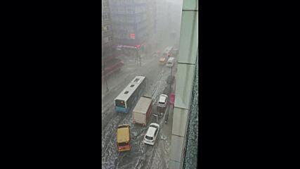 Turkey: Istanbul hit by heavy rain with hail stones