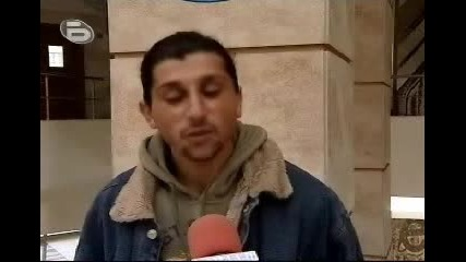 Ром пeе страхотно на кастинга за Music idol 2 в Бургас:))