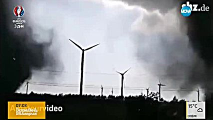 Любителски кадри: Двойно торнадо в Германия