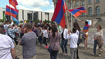 Germany: Pro-Armenian supporters hail MPs genocide vote outside Reichstag