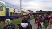 Деца родени с късмет при влакова катастрофа на автобусът им !