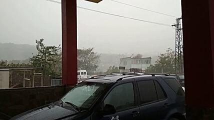 Буря в Кърджали със силен вятър и дъжд