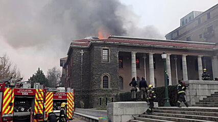 South Africa: Firefighters on site as Cape Town fire burns university library