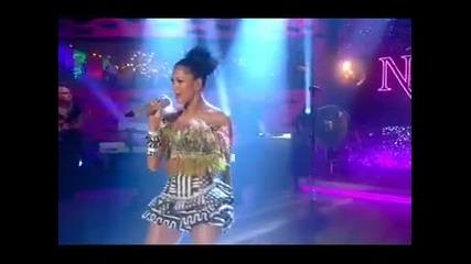 Сексапилната Nicole Scherzinger пее на живо Right There в Graham Norton Show June 2011