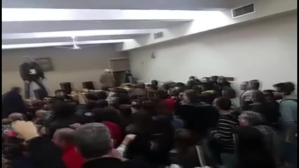 Greece: Protest erupts at Thessaloniki district court over home auction