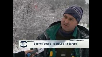 """ДНСК бута незаконни постройки край язовир """"Искър"""" (видео)"""