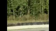Bugatti Veyron се блъска в предпазващи гуми