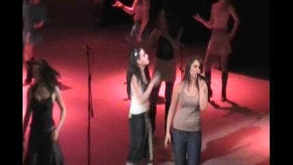 Ирина,мария и Деси-изпълнение на концерт