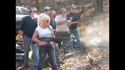 Стрелба с картечница - Внимание Блондинка
