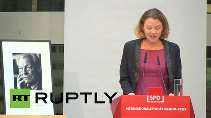 Germany: Snowden confidant Sarah Harrison receives prize for 'exceptional political courage'
