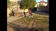 Йовчо пада с колело Рофл