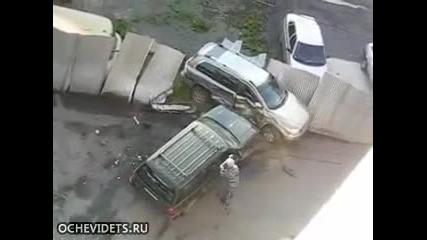 Ядосана жена удря с кола друга кола