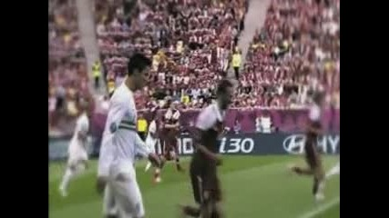 Доказателство! Роналдо изкрещя Меси на Евро 2012!