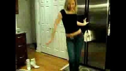 Руско Момиче Танцува
