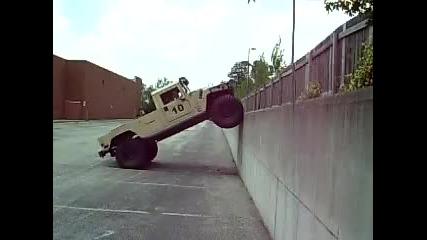 Хамър 4x4 изкачва стена !!!