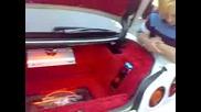 Здрав Бас Във Багажника На Nissan !