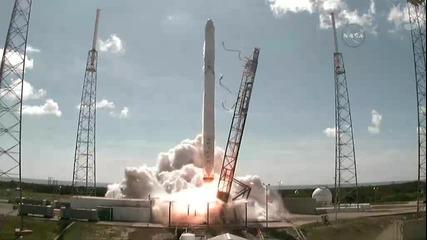 Ракета се взривява на път към космоса