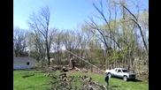 Когато режеш дърво и не прецениш добре нещата - това е резултатът!