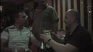 Фенове пият от купата