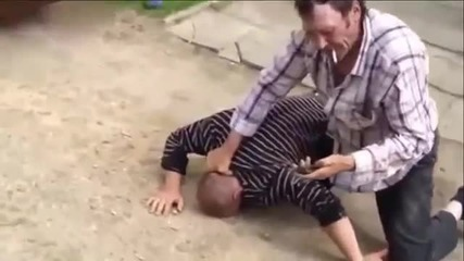 Супер боец спецназа, идеальная техника!