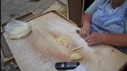 Майсторка в ръчно изработване на италианска паста