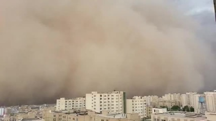 Огромна пясъчна буря в Техеран, има жертви