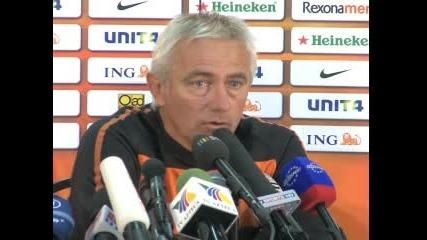 Ван Марвайк говори за мача с Уругвай