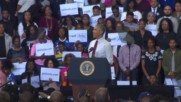 USA: Heckler with Trump sign disrupts Obama's campaign rally for Clinton