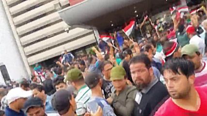 Iraq: Thousands celebrate following storming of parliament