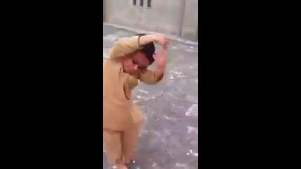 Малко индииче се разбива на Трап