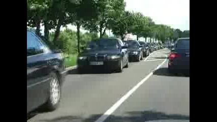 E38 Bmw 7 Series Worldrecord Attempt! Longest Moving Line Of 7s