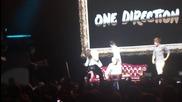 Хари се нахвърля на Найл :д :д ll One Direction ll Detroit Concert