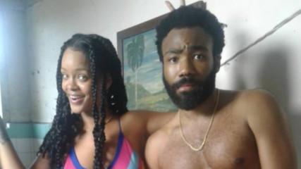 Хммм...? Риана и Доналд Глоувър на разголена секси снимка заедно