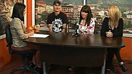 Савов представя пеещите сервитьорки Деси и Ивон в ТВ ЕВРОКОМ ЦАРЕВЕЦ
