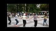 Неделно Хоро пред Народния Театър с участието на Виолета Петкова народна певица