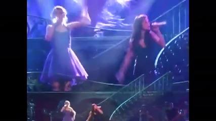 Селена и Тейлър пеят who says