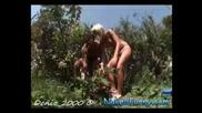 Голи И Смешни - Секс В Храстите