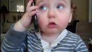 Бебе говори по телефона! *смях*