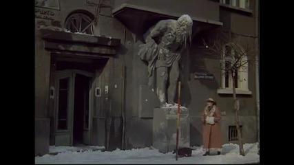 Кажи на татко си че към осем часа на гарата ще му пръсна главата-сцена от филма Топло
