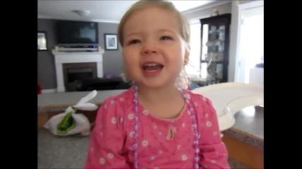 Много сладко момиченце пее песен на Adele :))