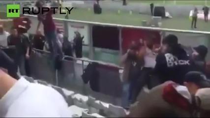 Девет футболни фена ранени след избухването на бомбичка в трибуните